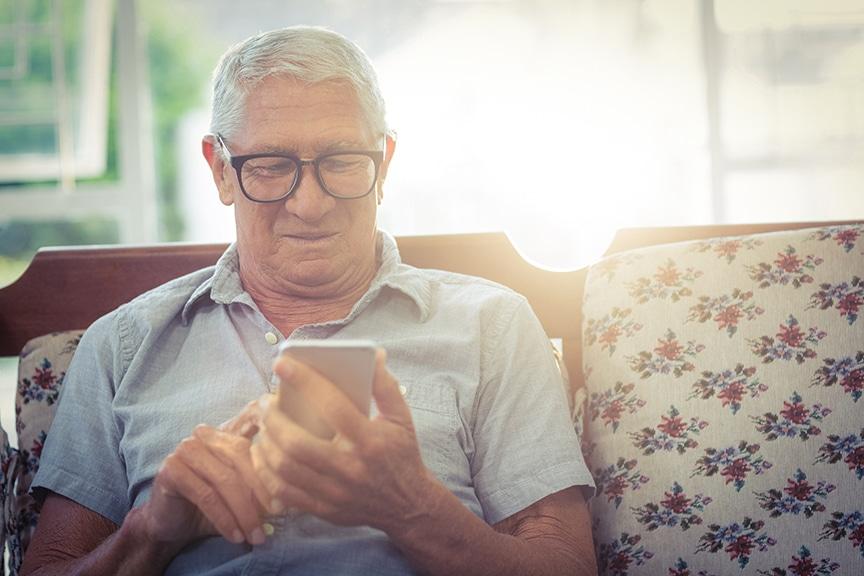 Prudence avec les téléphones intelligents et sur les réseaux sociaux